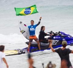 Filipe Toledo gagne le QuikPro Gold Coast