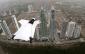 Roberta Mancino saute en wingsuit au dessus de Panama City