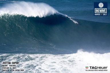 Justine Dupont défie l'énorme vague de Nazaré !