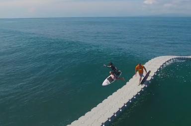 Découvrez The Dock, le ponton pour surfer !