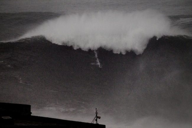 Nazaré-Maya-Gabeira-and-Pedro-Scooby-in-Portugal-2013-Carlos-Burle