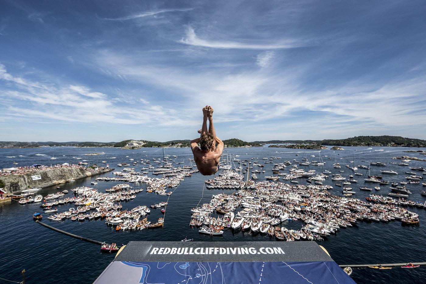 Gary Hunt - red bull cliff diving