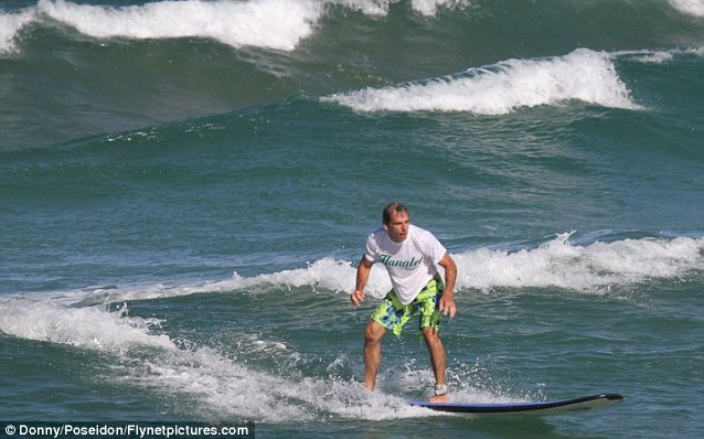 Ben-Stiller-surf-report-photo-in-Hawaii
