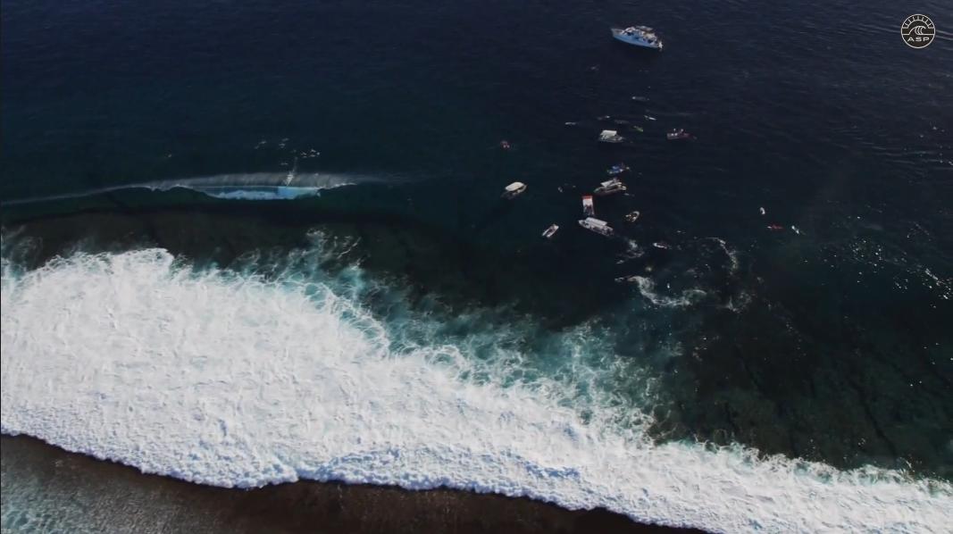 Teahupoo vu par Kelly Slater-tahiti-helicopter