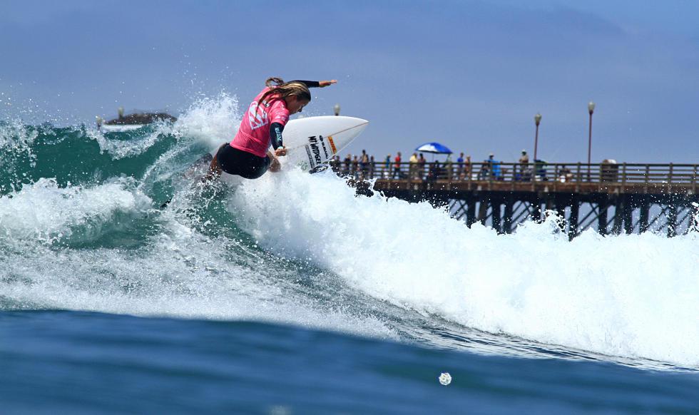 supergirl-pro-2014-surf