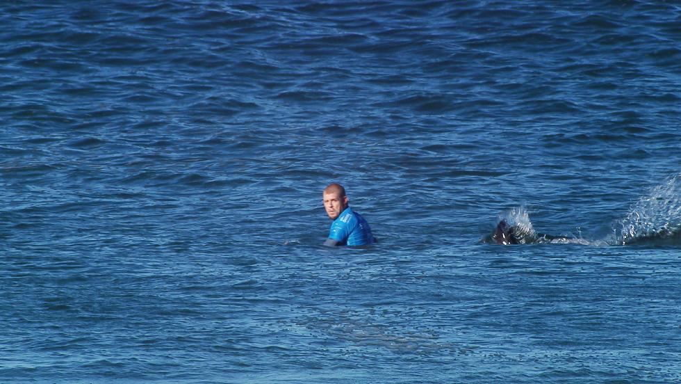 Mick Fanning attaqué par un requin en finale du J-Bay Open en Afrique du Sud!