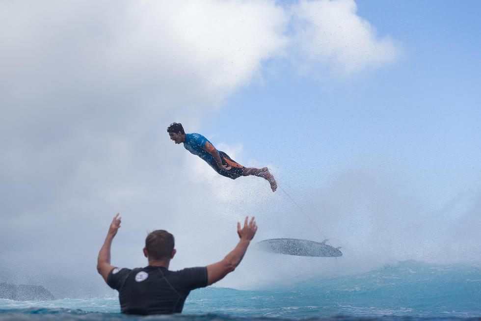 Jérémy Florès remporte le Billabong Pro Tahiti à Teahupoo Gabriel Medina s'envole