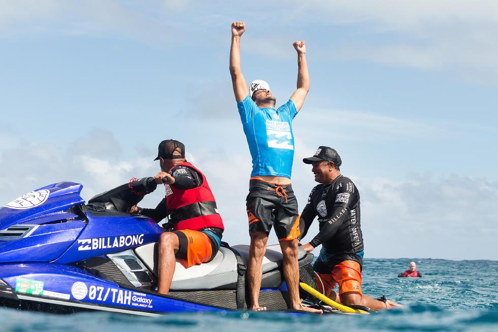 Jérémy Florès remporte le Billabong Pro Tahiti à Teahupoo