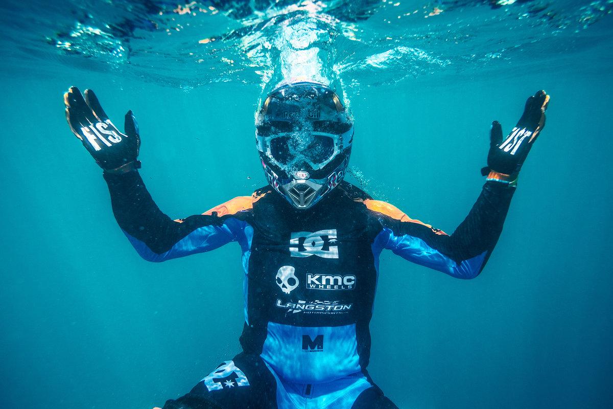 Robbie Maddison surf moto teahupoo tahiti