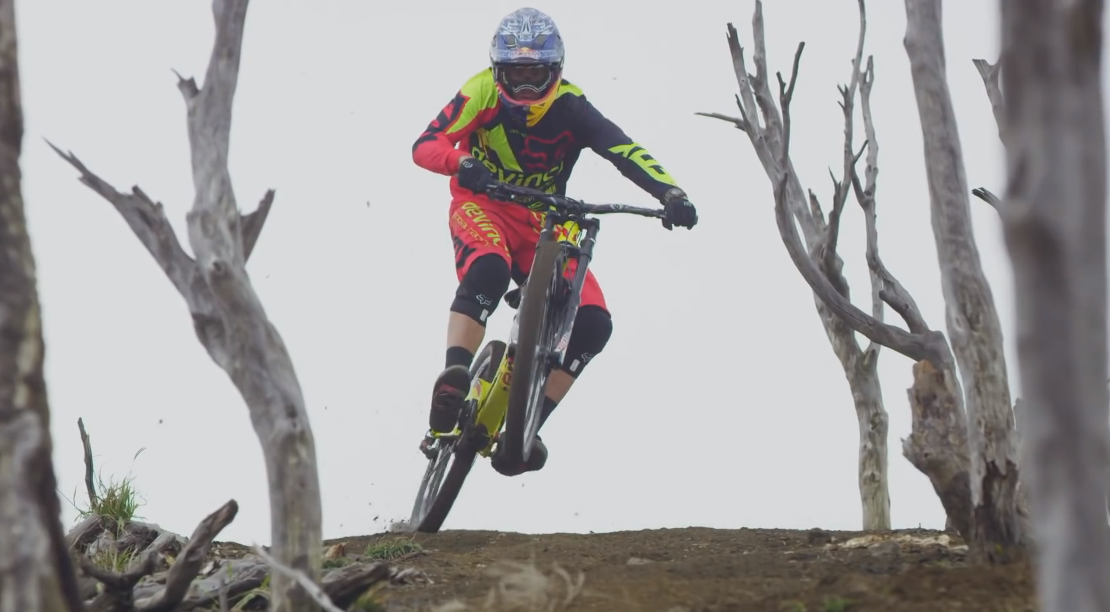 VTT Stevie Smith ride un volcan