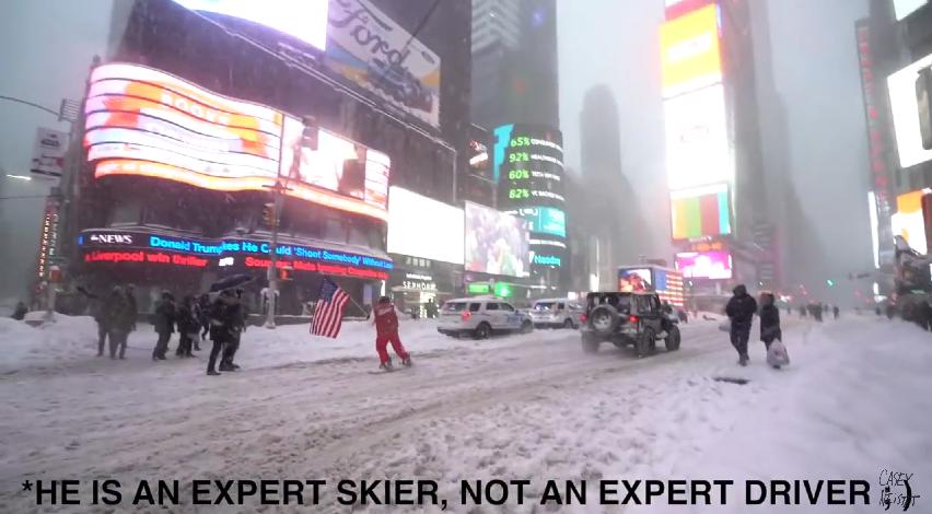 Casey Neistat fait du snowboard dans New York pendant Snowzilla