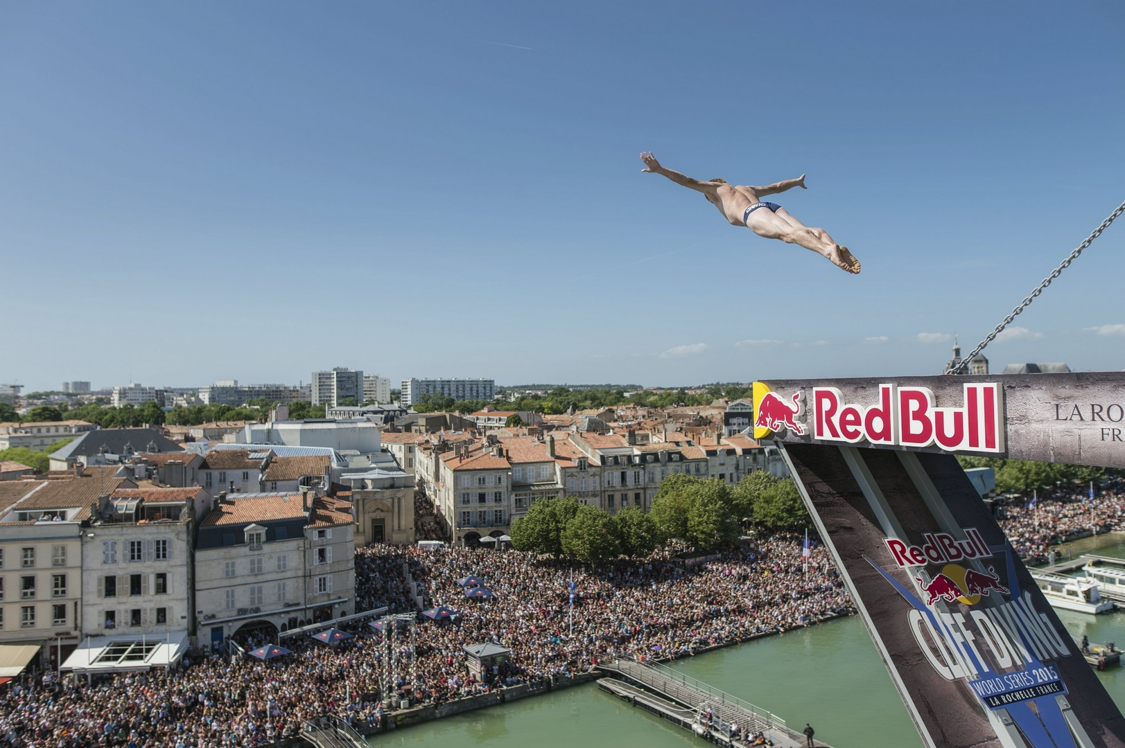 live du Red Bull Cliff Diving à La Rochelle sur Ride And Slide