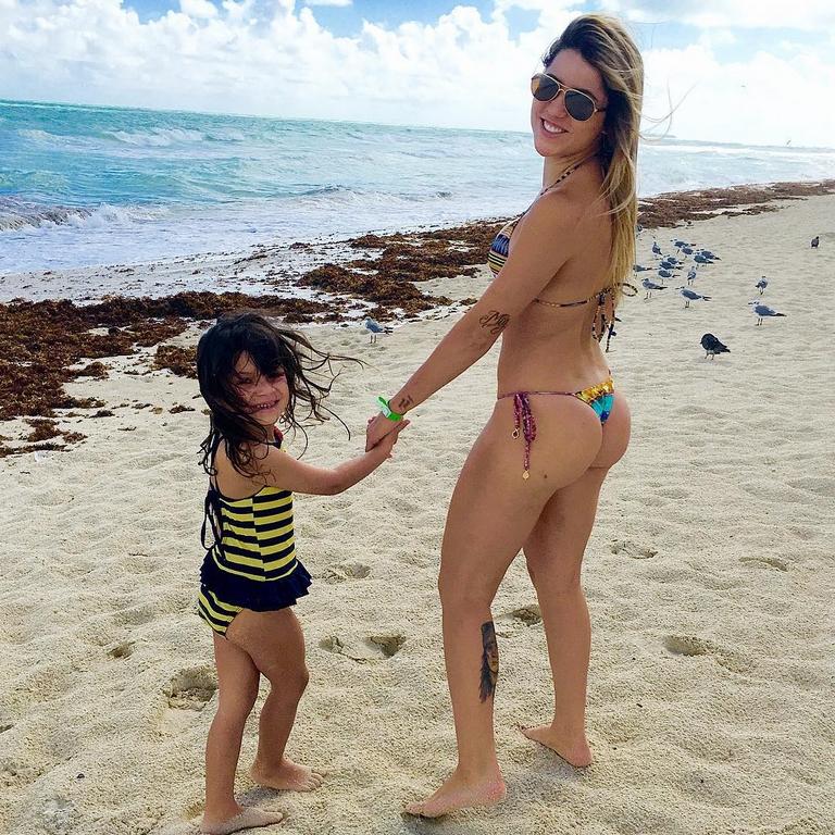 Leticia Bufoni, la skateuse la plus sexy ! bikini string thong tanga nude naked