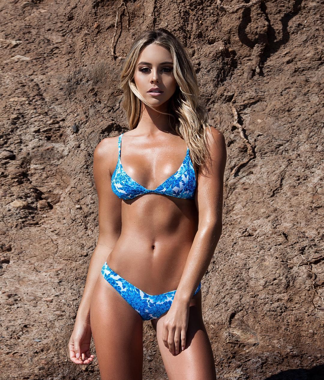 La surfeuse sexy Bree Kleintop sur Instagram hot nude thong string bikini