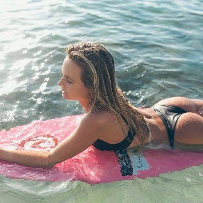 Alana Blanchard surf hot sexy bikini thong string nue nude