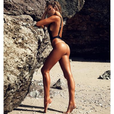 Bree Kleintop surf hot sexy bikini thong string nue nude