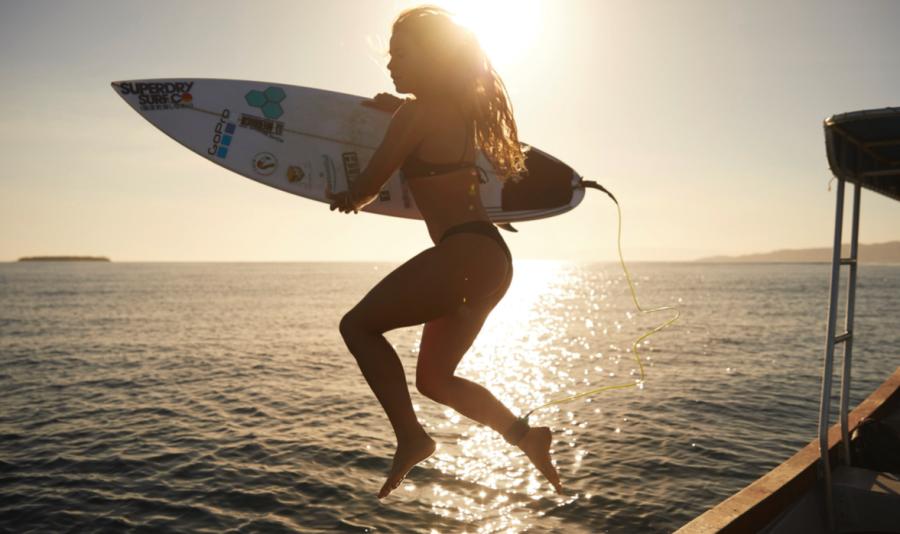 Johanne Defay surf trip iles fidji fiji bikini hot string corona