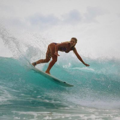 Laura Crane surf hot sexy bikini thong string nude nue