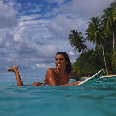 Victoria Vergara surf hot sexy bikini thong string nue nude