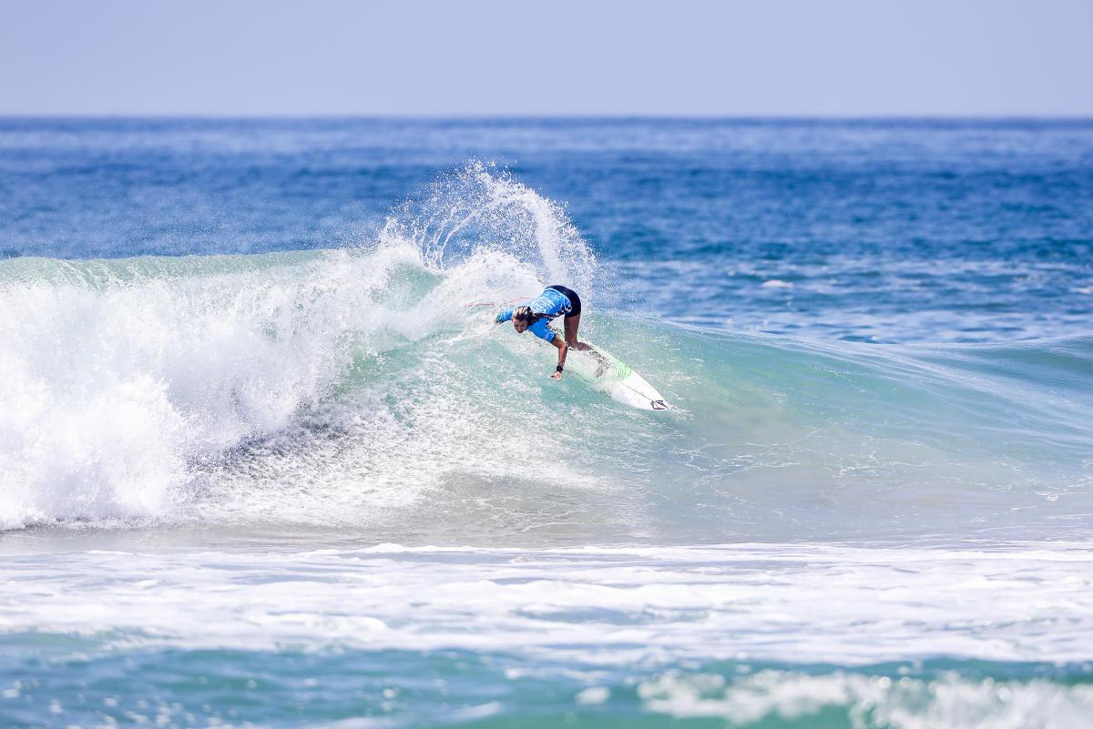 Maud Le Car surf round 4 Vans US Open Huntington Beach