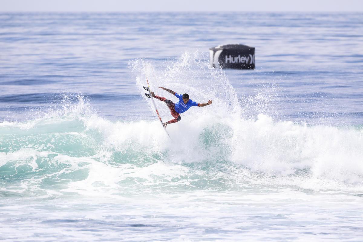 Filipe Toledo seul surfeur à s'imposer deux fois cette année !