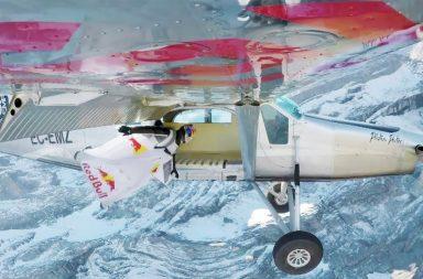 Deux Soul Flyers montent dans un avion en plein vol