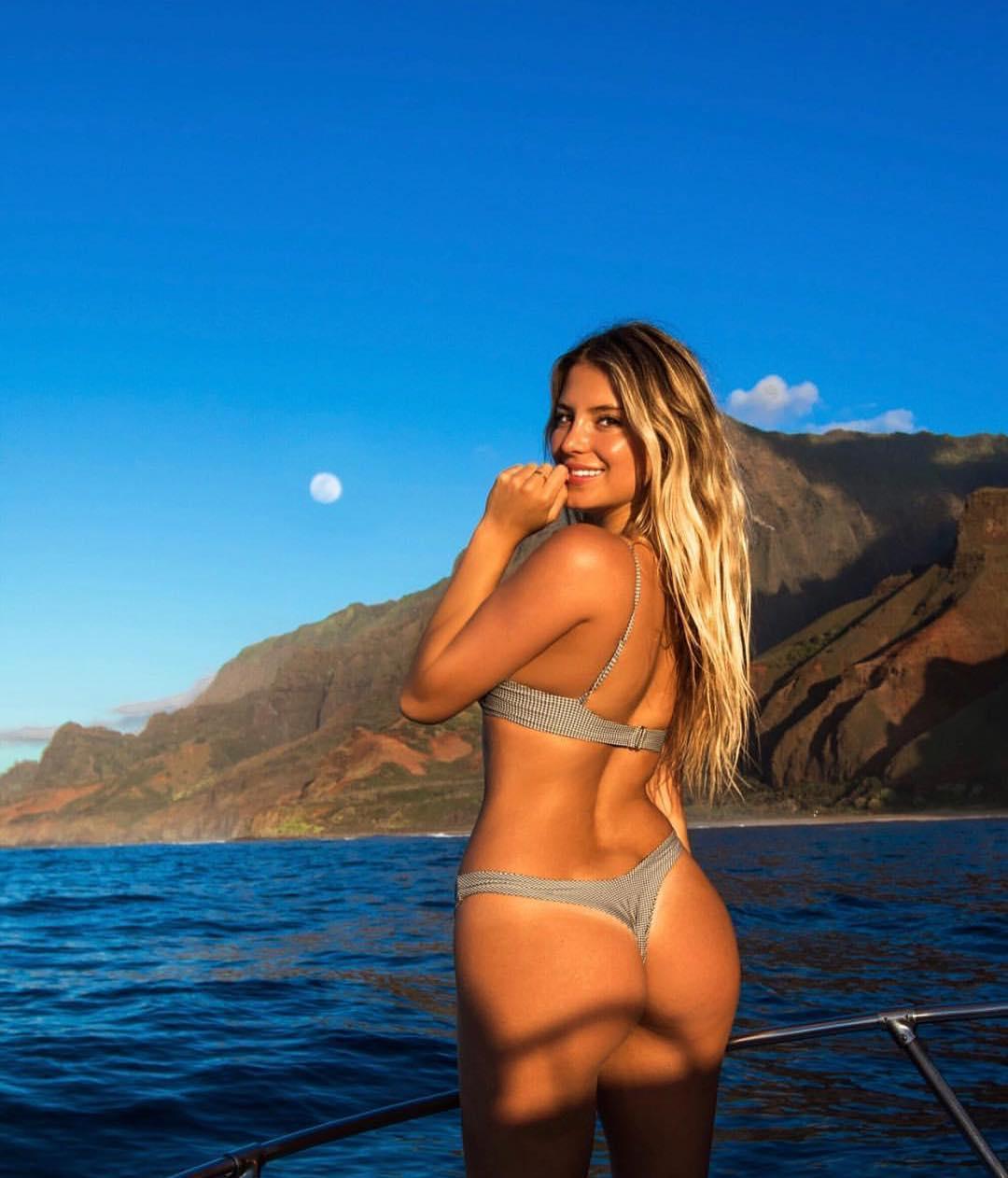 Nadeea volianova sexy topless 9 photos forecasting