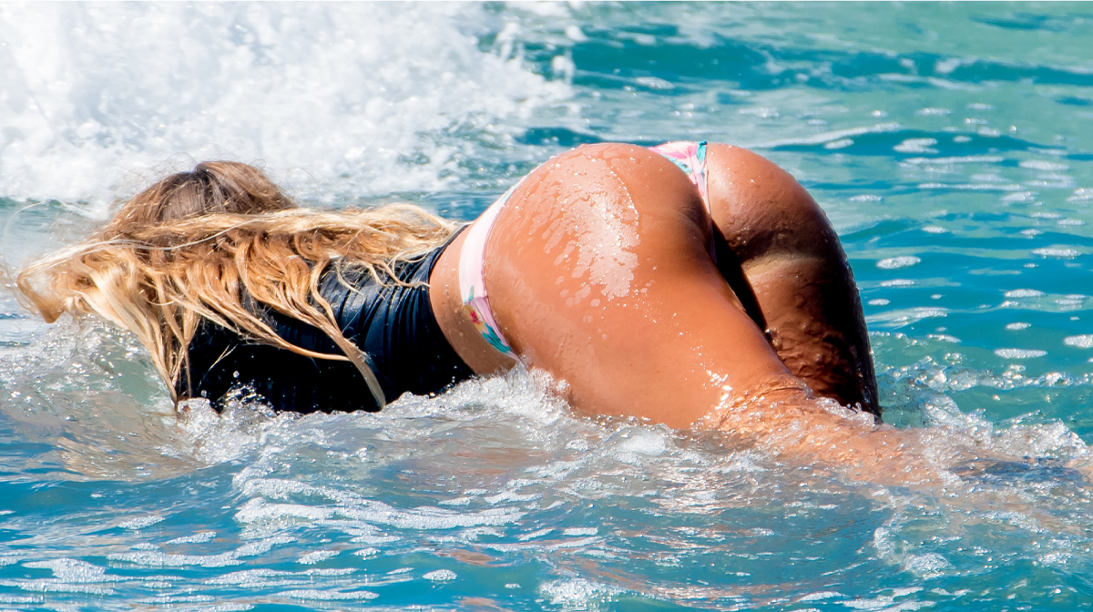 Alana Blanchard surfe à Los Cabos Open of Surf nude bikini string thong sexy hot