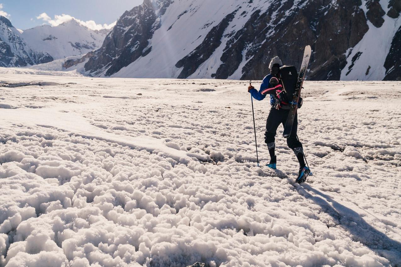 Andrzej Bargiel descend le K2 en ski