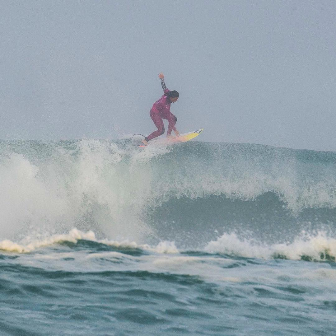 courtney conlogue surf roxy pro france hossegor culs nus