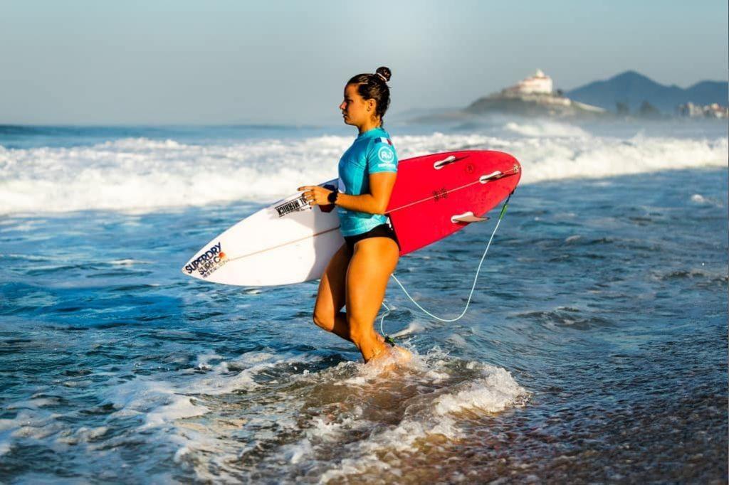johanne defay surf rio pro wsl vagues wave bikini