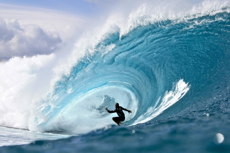 Kelly Slater surf Banzai Pipeline north shore oahu hawai