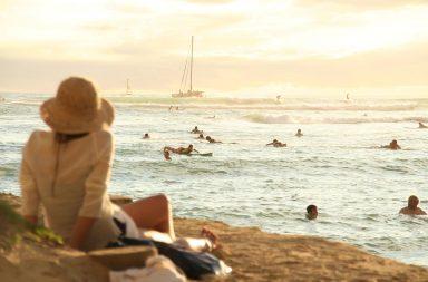 Surfer à Hawaii : top 3 des spots incontournables à ne pas manquer