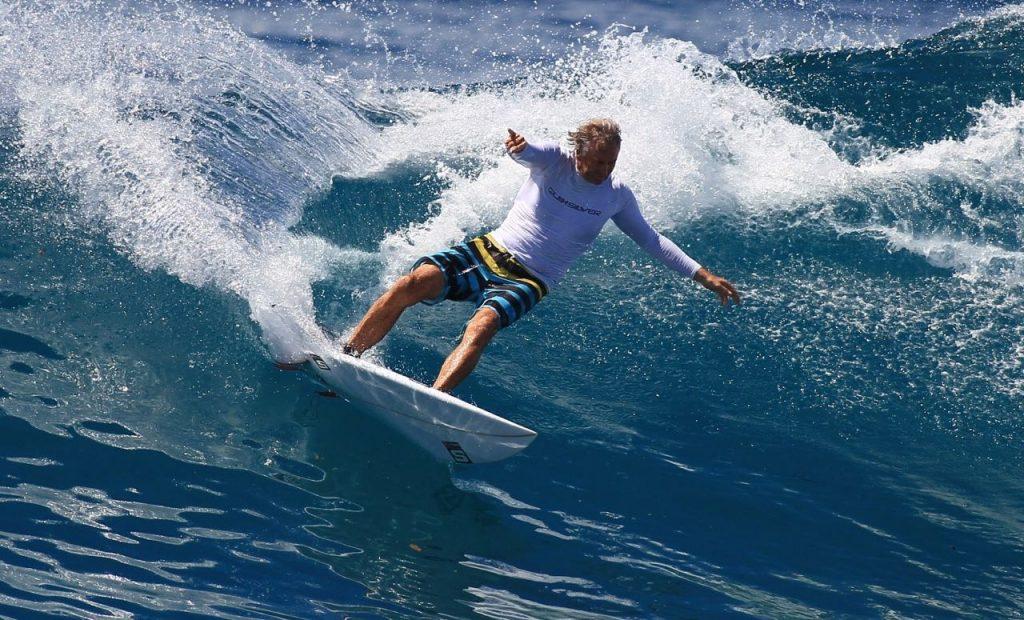 sinmon anderson longboard Surf : Que choisir entre Longboard et Shortboard ?