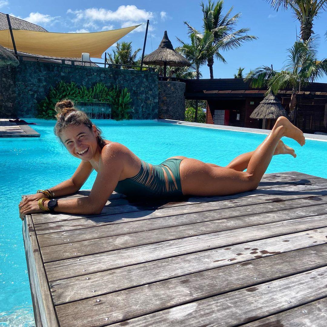 johanne defay string bikini nue nude ass topless