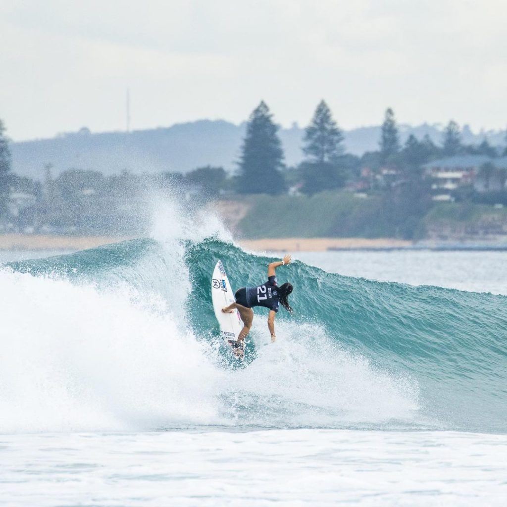 Johanne Defay surfe rip curl narrabeen classic
