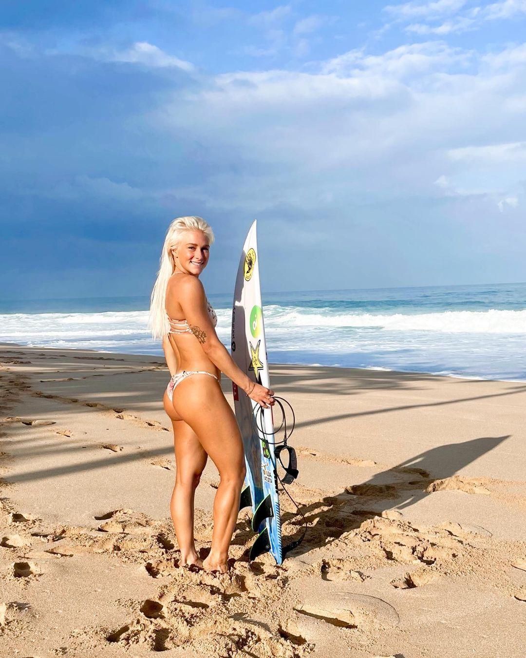 tatiana weston-webb bikini string thong ass margaret river pro surf 2021 wsl