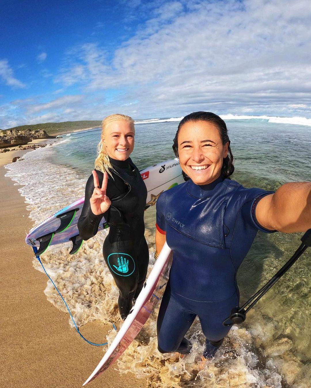 tatiana weston-webb johanne defay bikini string thong ass margaret river pro surf 2021 wsl
