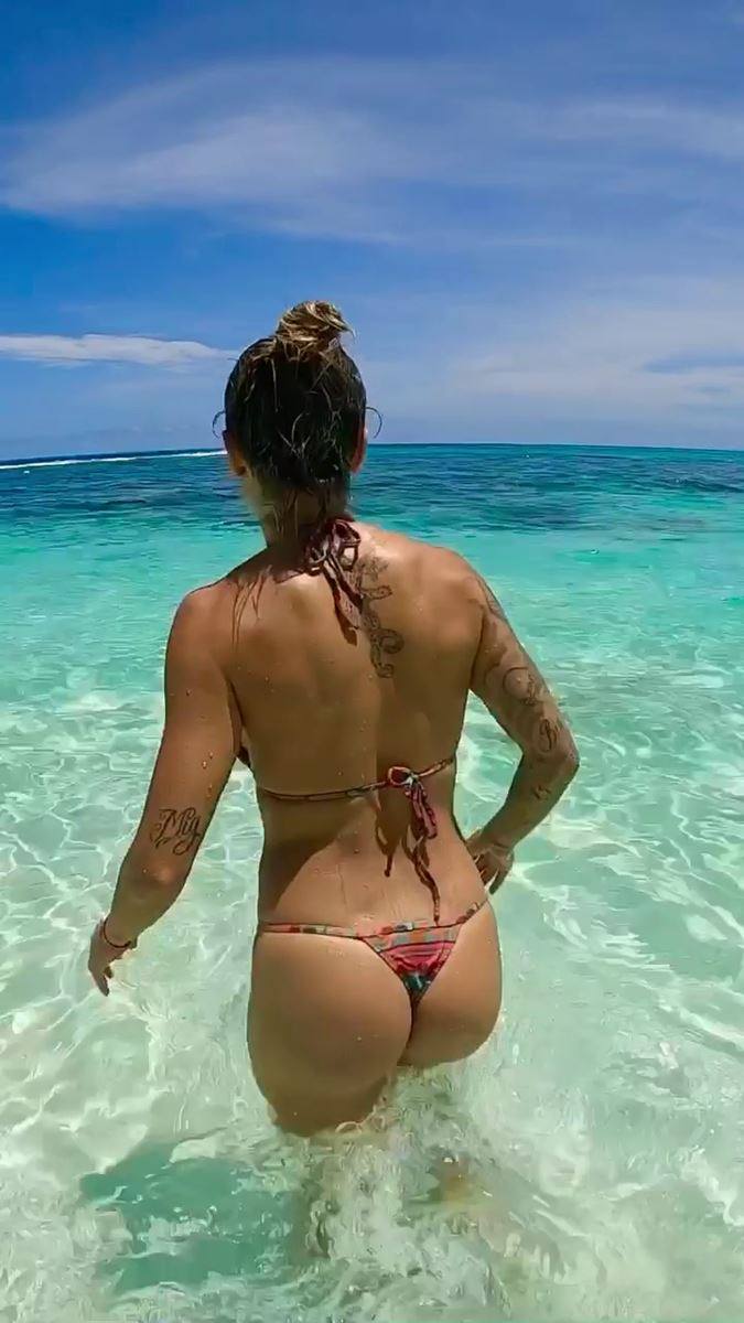 leticia bufoni surf bikini hot string thong ass nude nue sexy topless sex