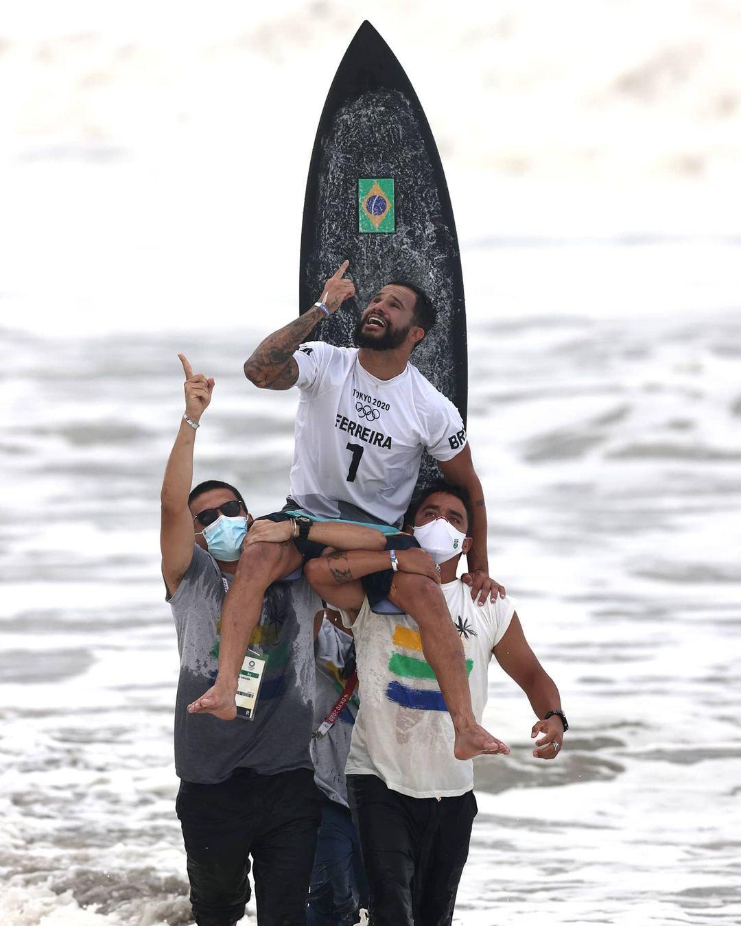 italo ferreira champion olympique tokyo 2020 surf médaille d'or