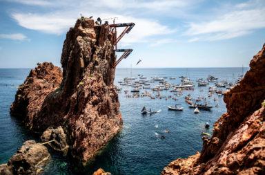 red bull cliff diving 2021 saint-raphaël france cote d'azur french riviera cap esterel