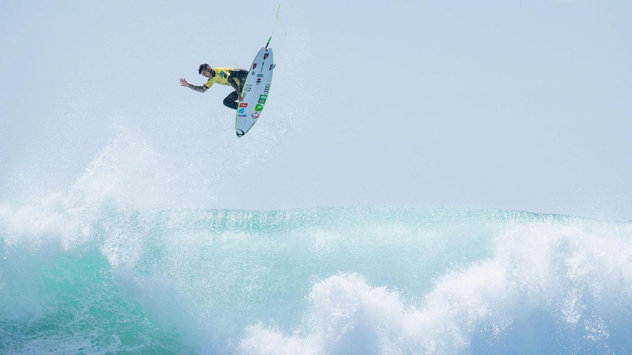 gabriel medina champion du monde surf wsl 2021